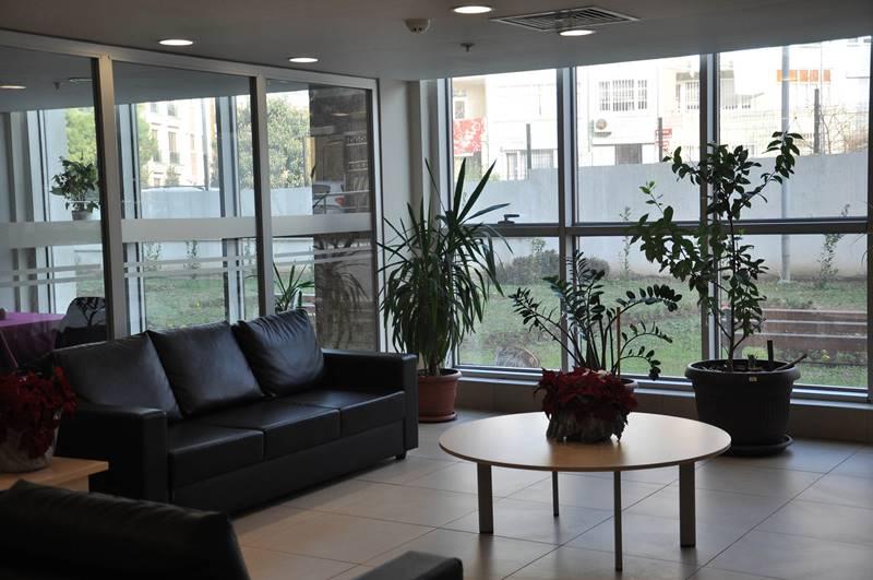 Vahide-Sultan-Huzurevi-ve-Yasli-Bakim-Merkezi-dinlenme-salonu