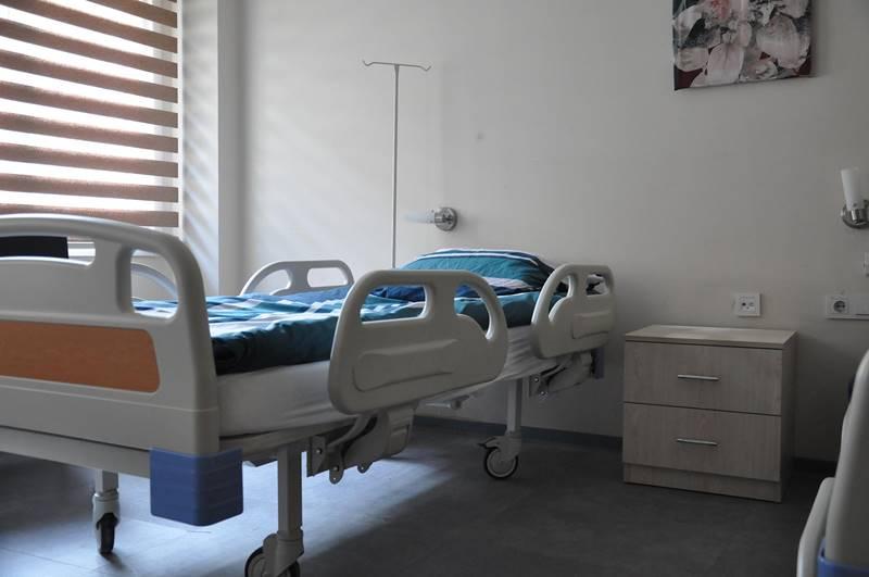 Vahide-Sultan-Huzurevi-ve-Yasli-Bakim-Merkezi-hasta-bakim-odasi