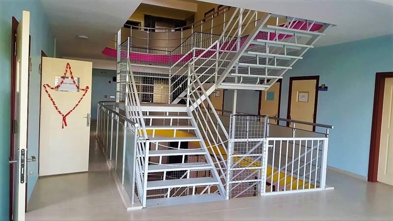 bir-umut-egitim-merkezi-merdivenler
