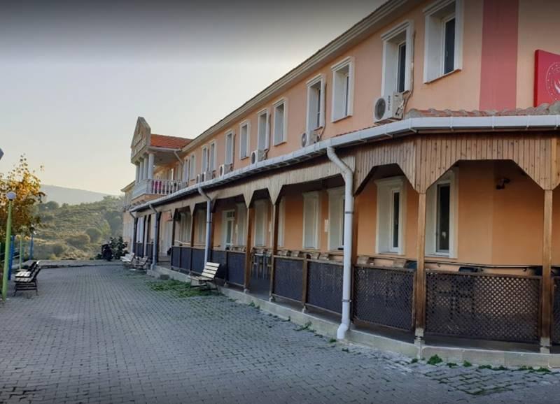 Reha-Midilli-Necla-Ana-Huzurevi-teras