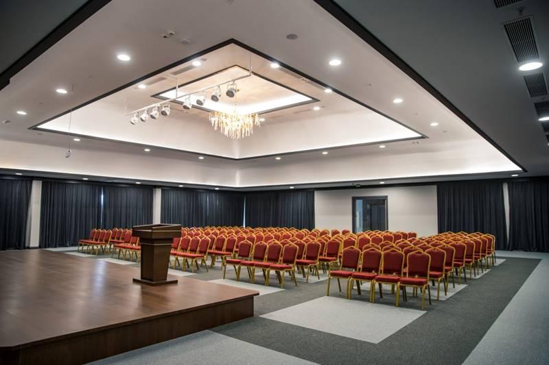 Mia-yasam-merkezi-huzurevi-konferans-salonu