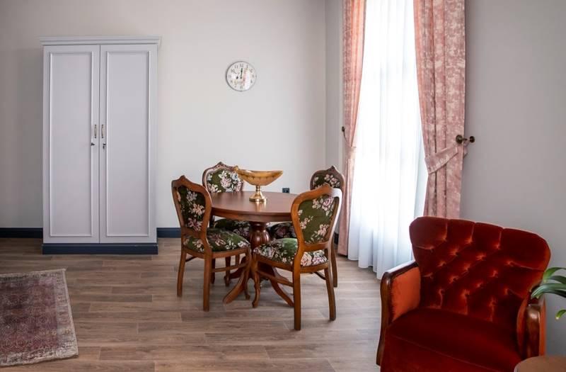 Mia-yasam-merkezi-huzurevi-oda-salon