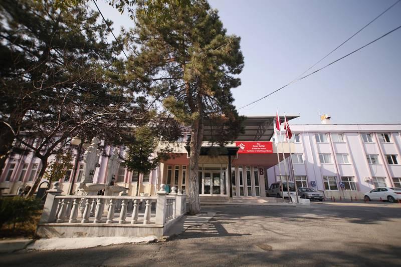 Dr-İsmail-isik-Huzurevi-Yasli-Bakim-ve-Rehabilitasyon-Merkezi-giriş